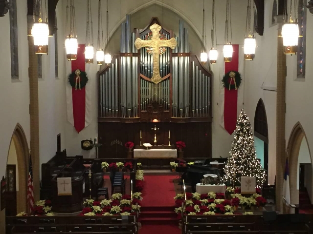 2015-12-24 Before service - chancel.jpg