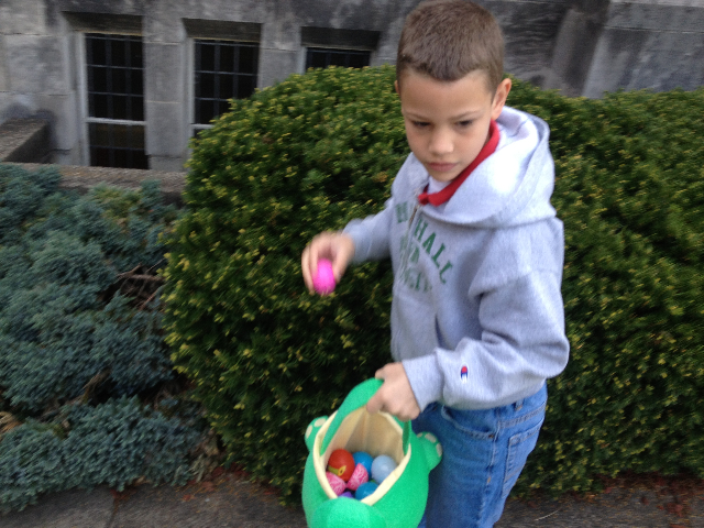 Easter Egg Hunt 2014 010.JPG
