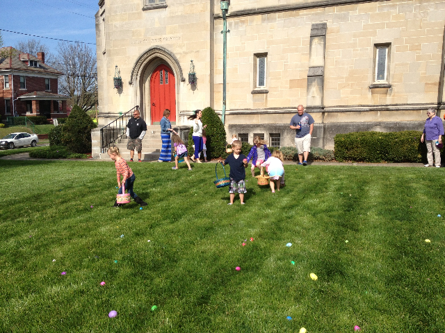 Easter Egg Hunt 2014 018.JPG