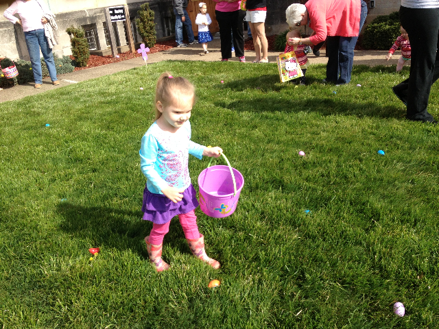 Easter Egg Hunt 2014 020.JPG