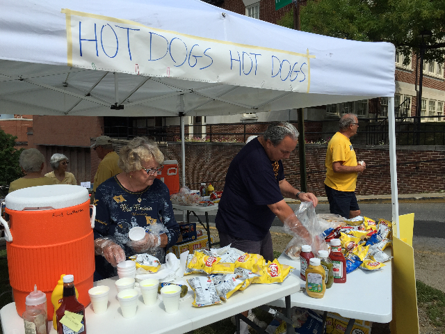 Pool Pics and Hotdog days 2015 061.JPG